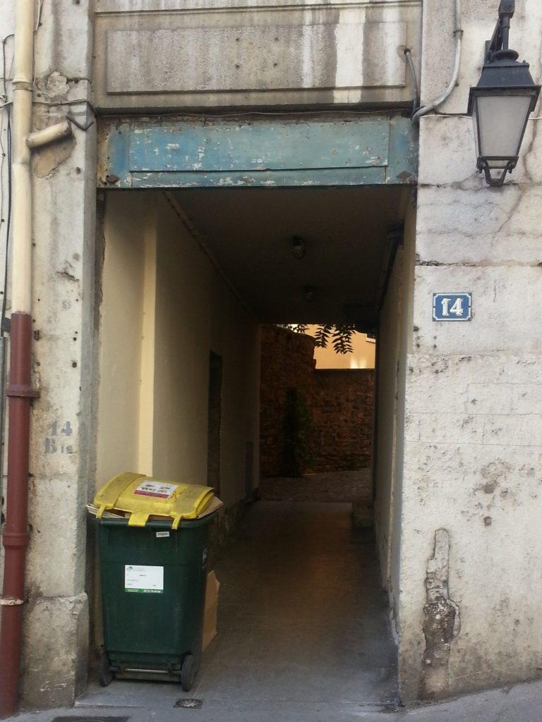 Alternative traboule entrance