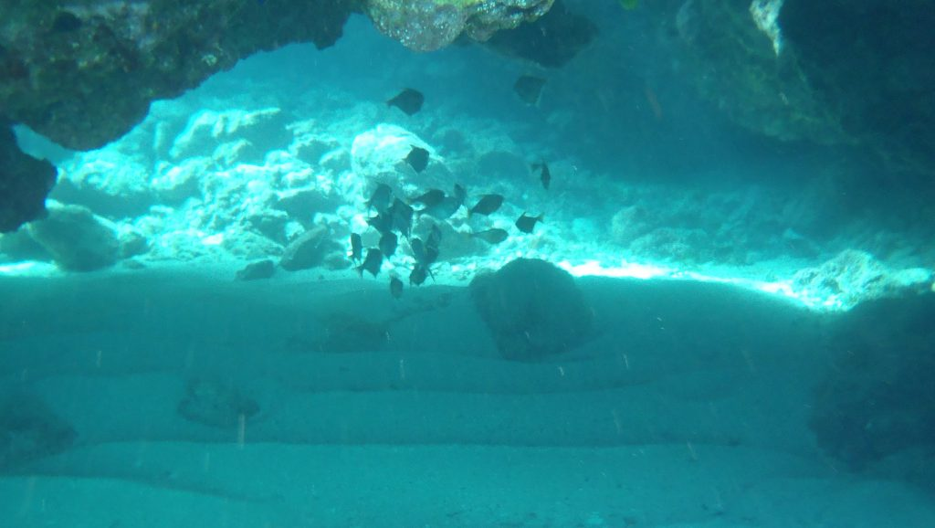 Underwater arch at Limu Pools